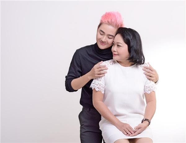 Thanh Duy gây bất ngờ với dự án sách đặc biệt cùng mẹ - Tin sao Viet - Tin tuc sao Viet - Scandal sao Viet - Tin tuc cua Sao - Tin cua Sao