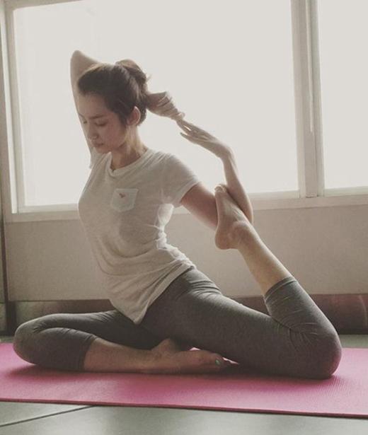 Người đẹp sinh năm 1987 Trúc Diễm cũng rất năng tập yoga và dù trang phục tập của cô kín đáo cũng không giấu được thân hình người mẫu của cô. (Ảnh: Internet) - Tin sao Viet - Tin tuc sao Viet - Scandal sao Viet - Tin tuc cua Sao - Tin cua Sao