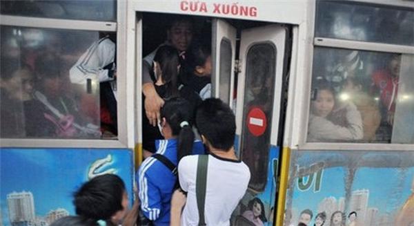 7 nghìn đồng và hành động quá tồi của cô gái trên xe buýt