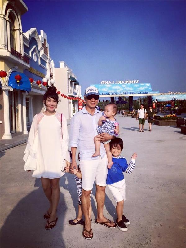 Rio và Cherry nhà Lý Hải sành điệu diện đồ đôi, tay trong tay đi học - Tin sao Viet - Tin tuc sao Viet - Scandal sao Viet - Tin tuc cua Sao - Tin cua Sao
