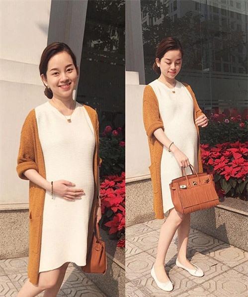 Ly Kute khoe ảnh mang bầu ở tháng 8 của thai kỳ