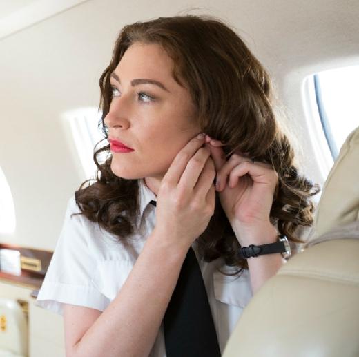 Đồng hồ là món trang sức hiếm hoi mà các tiếp viên hàng không được phép mang. (Ảnh: Internet)