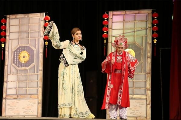 Dù xuất thân là ca sĩ nhưng Trương Quỳnh Anh lại nổi lên với các vai diễn trong phim truyền hình và hiện lấn sân đóng kịch. - Tin sao Viet - Tin tuc sao Viet - Scandal sao Viet - Tin tuc cua Sao - Tin cua Sao