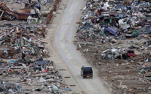 """""""Khách"""" nhờ chở đến khu vực đã bị sóng thần phá tan, đột nhiên thảng thốt, thất vọng và rồi biến mất sau khi biết mình đã chết… dường như trở thành """"chuyện cơm bữa"""" đối với các tài xế. (Ảnh: Telegraph)"""
