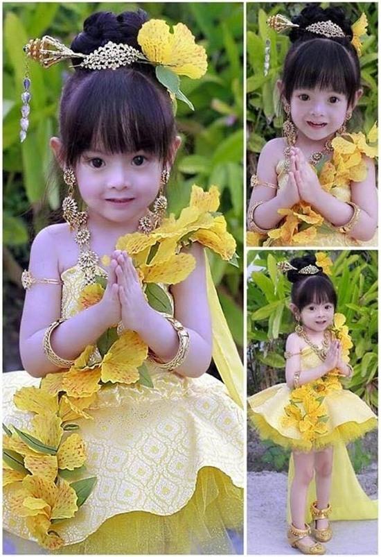 Với gương mặt dễ thương và xinh xắn, cô bé được đánh giá sẽ là mĩ nhân đình đám trong tương lai.(Ảnh: Internet)