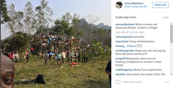 """Hình ảnh được nam diễn viênSamuel L. Jackson đăng tải lên Instagram với câu trạng thái """"When a movie set becomes theater. It takes a village!"""" (tạm dịch: khi cảnh quay trở thành rạp hát, cả làng tới xem). (Ảnh: InstagramSamuel L. Jackson)"""