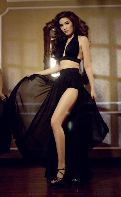 Sự thay đổi còn thể hiện rõ rệt qua những trang phục được thiết kế trong từng MV của nữ ca sĩ. - Tin sao Viet - Tin tuc sao Viet - Scandal sao Viet - Tin tuc cua Sao - Tin cua Sao