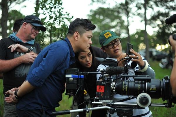 Đoàn làm phim đã lao động vô cùng vất vả và cực khổ để dàn dựng nên những thước phim đẹp. - Tin sao Viet - Tin tuc sao Viet - Scandal sao Viet - Tin tuc cua Sao - Tin cua Sao