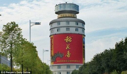 Wuliangye Group – tòa nhà sản xuất rượu gạo nổi tiếng tọa lạc tại Nghi Tân (Trung Quốc)- trông giống như một cái chai khổng lồ. (Ảnh: Internet)