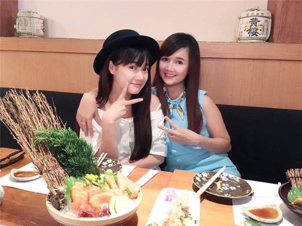 Bích Trâm và Nhã Phương khá thân thiết, hai chị em thường xuyên đi ăn uống, shopping cùng nhau. - Tin sao Viet - Tin tuc sao Viet - Scandal sao Viet - Tin tuc cua Sao - Tin cua Sao
