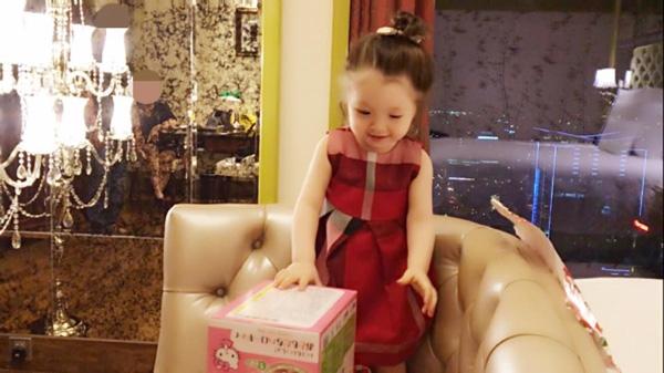 Soi tủ đồ siêu dễ thương của cô Trà - cậu Mạch nhà Elly Trần - Tin sao Viet - Tin tuc sao Viet - Scandal sao Viet - Tin tuc cua Sao - Tin cua Sao