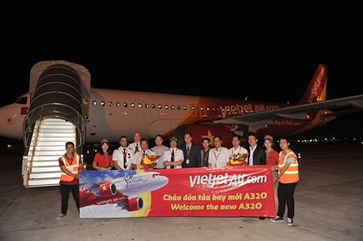 Đoàn công tác và tàu bay thứ 14 trong đơn hàng mua và thuê 100 tàu bay với Airbus.