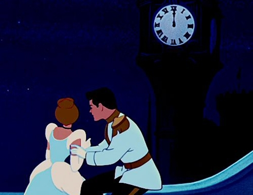 Nếu Lọ Lem bị mất hết mọi thứ cô đang mặc trên người khi 12 giờ điểm, thì hẳn là cô phải ở lại với hoàng tử.