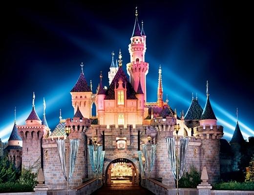 """Disneyland là một thế giới lớn nhất được xây dựng bởi những con chuột, để làm cho con người """"sụp bẫy""""."""
