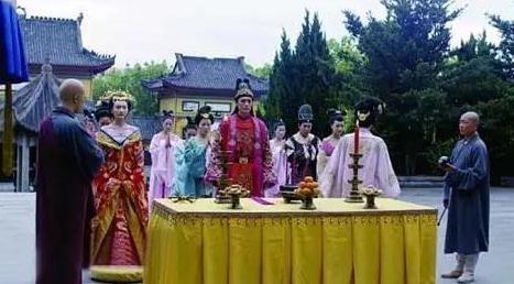 Thê thảm hơn Thái Tử Phi Thăng Chức Ký, cả đoàn làm phim Lừa Hoàng Đế Quay Về Hiện Đại chỉ có chừng này diễn viên.