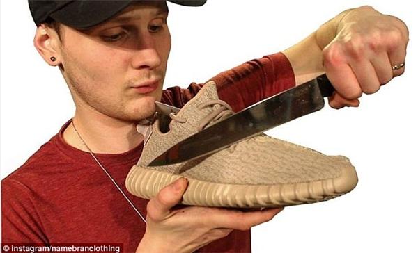 Branden chia sẻ rằng phá giày kiểu này là điều ngu ngốc nhất nhưng cũng thú vị nhất mà anh từng trải qua.(Ảnh: Daily Mail)