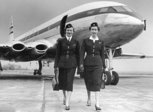 Phong cách vintage của những năm 1950. (Ảnh: Internet)   Các nữ tiếp viên thời kìnày toát lên vẻ thông minh và chuyên nghiệp. Họ thường gắnliền với kiểu tóc xoăn đặc trưng.(Ảnh: Internet)