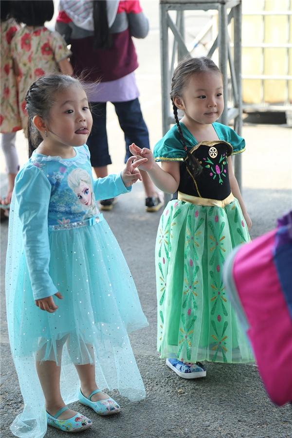 Nữ hoàng băng giá Elsa là nhân vật được các bé gái hóa thân nhiều nhất. Hình ảnh của nàng công chúa này cũng xuất hiện ở khắp nơi trong khuôn viên buổi tiệc Disney On Ice presentsMagical Ice Festival.