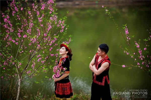 Bộ ảnh cưới được chụp tại Hà Giang những ngày hoa đào nở rộ vô cùng đẹp mắt.(Ảnh: Internet)