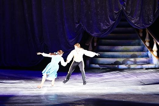 Người đẹp Belle khêu vũ cùng hoàng tử.