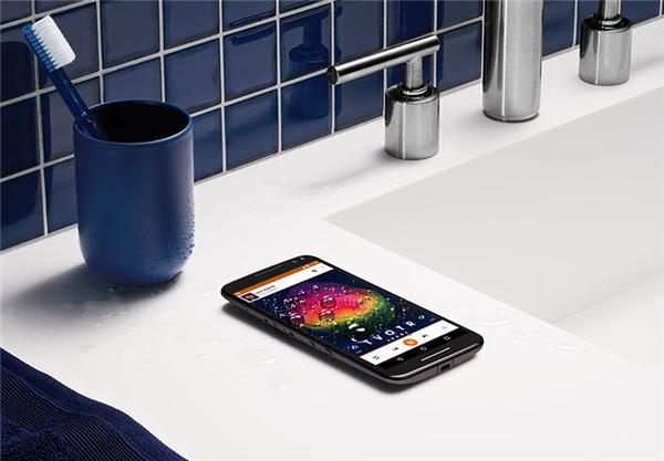5 smartphone chạy phà phà dù bị rớt xuống nước