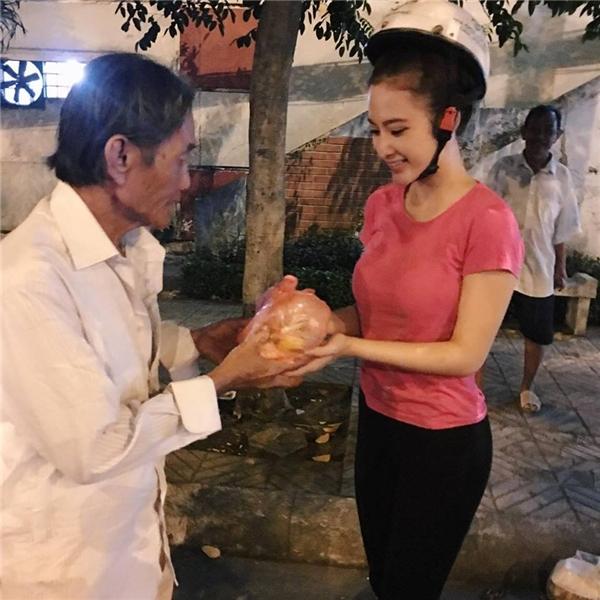 Ấm lòng trước nghĩa cử cao đẹp của Angela Phương Trinh - Tin sao Viet - Tin tuc sao Viet - Scandal sao Viet - Tin tuc cua Sao - Tin cua Sao