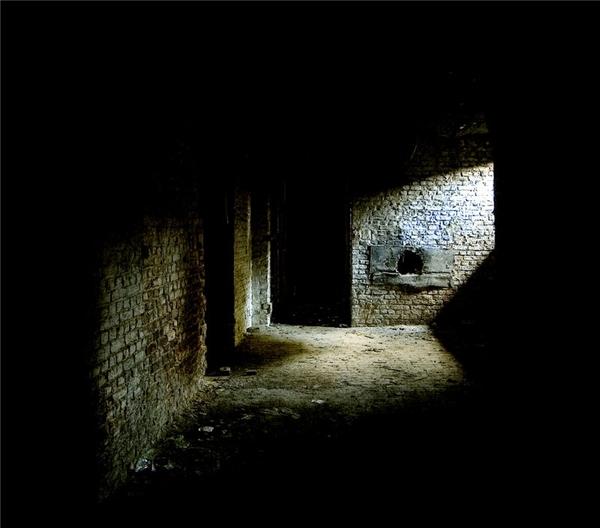 Có phải bạn đang rất cô đơn như căn hầm kia vậy? (Ảnh: Internet)