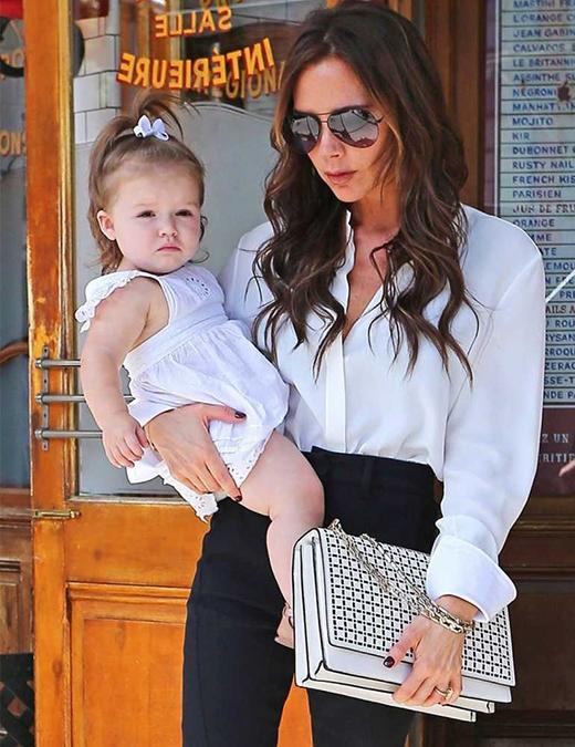 Hai mẹ con cùng đi dự Tuần lễ Thời trang New York, tháng 9/2012. (Ảnh: Internet)
