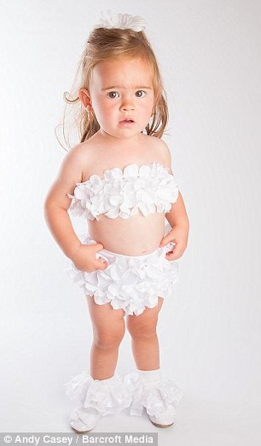 """Chi gần nửa tỉ đồng để biến con gái 2 tuổi thành """"nữ hoàng sắc đẹp"""""""