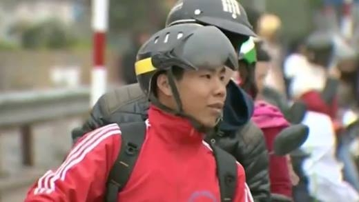 Nam sinh viên chạy xe ôm kiếm tiền cứu bạn lay động cư dân mạng