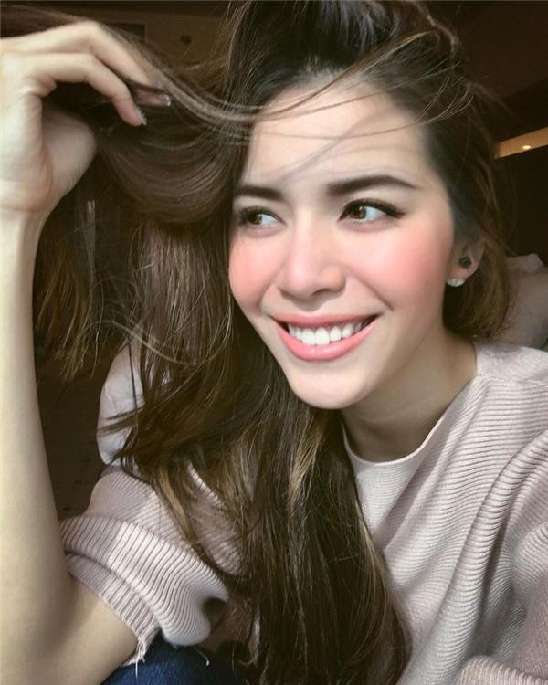 Đôi môi dày gợi cảm đã trở thành thương hiệu của Giải bạc Siêu mẫu Việt Nam 2013 Minh Tú. Mặc dù sở hữu những đường nét khác biệt với quan niệm của người Việt Nam về cái đẹp nhưng Minh Tú luôn cảm thấy tự tin.