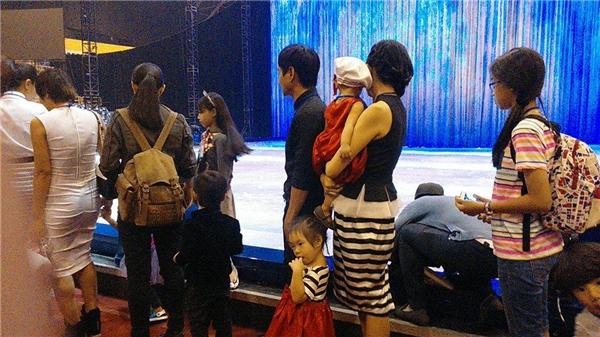 Cận cảnh khoảnh khắc chờ đón công chúa Disney của gia đình sao Việt - Tin sao Viet - Tin tuc sao Viet - Scandal sao Viet - Tin tuc cua Sao - Tin cua Sao