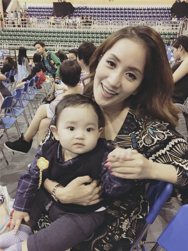 Mặc dù còn khá nhỏ nhưng Kubi - con trai của Khánh Thi và Phan Hiển cũng được mẹ đưa đi xem những vở diễn nổi tiếng của Disney. - Tin sao Viet - Tin tuc sao Viet - Scandal sao Viet - Tin tuc cua Sao - Tin cua Sao