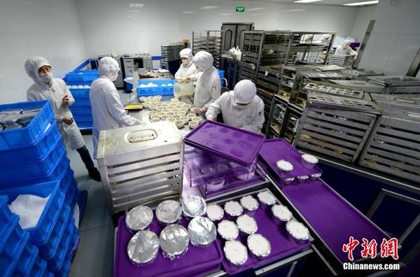 Chùm ảnh: Mục sở thị quy trình chuẩn bị thức ăn hàng không cực kỳ khoa học và nghiêm ngặt