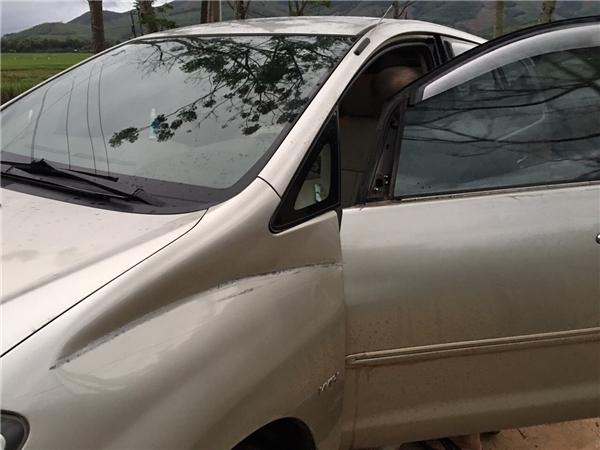 Xe hơi của Akira Phan bị hư hại nghiêm trọng. - Tin sao Viet - Tin tuc sao Viet - Scandal sao Viet - Tin tuc cua Sao - Tin cua Sao