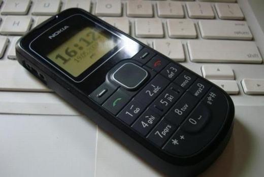 """Gờ nổi trên bàn phím điện thoại """"cục gạch"""". (Ảnh: Internet)"""