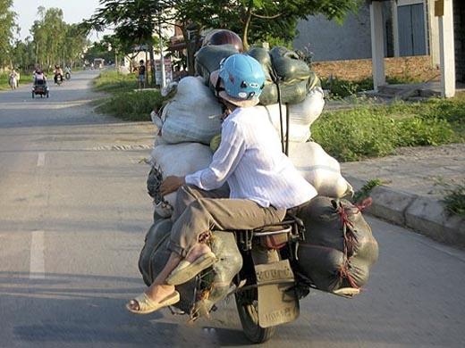 Sức tải của một chiếc xe máy là vô hạn các bạn ạ! (Ảnh: Internet)