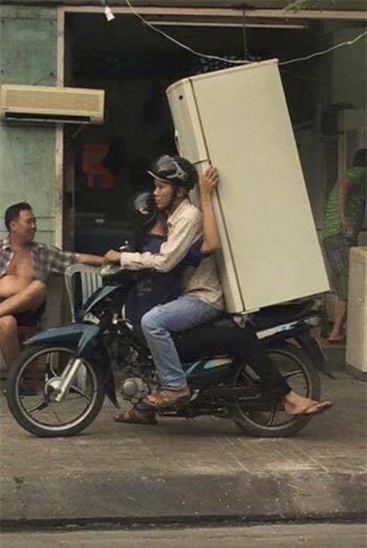 Nếu cứ thế này mà phát huy thì cần gì đến xe chở hàng nhỉ? (Ảnh: Internet)