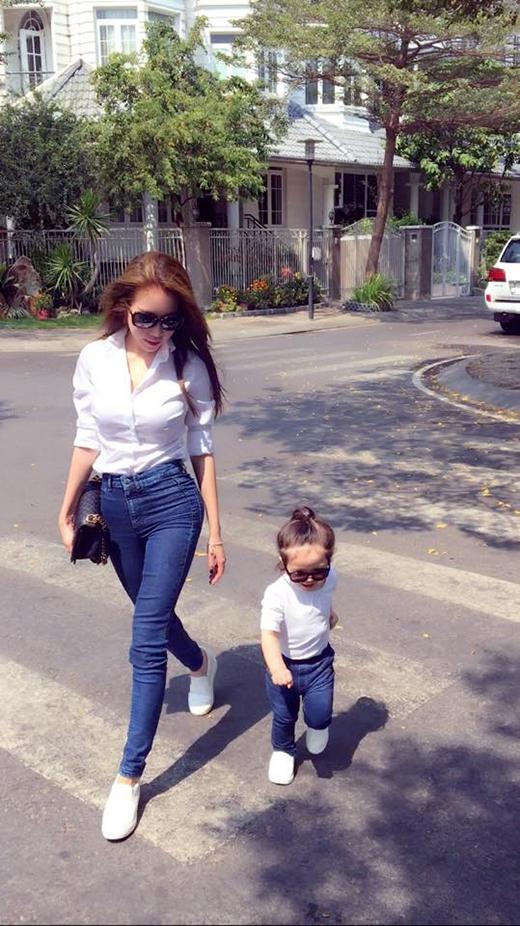 Hình ảnh mới nhất của hai mẹ con Elly Trần. (Ảnh: Internet) - Tin sao Viet - Tin tuc sao Viet - Scandal sao Viet - Tin tuc cua Sao - Tin cua Sao