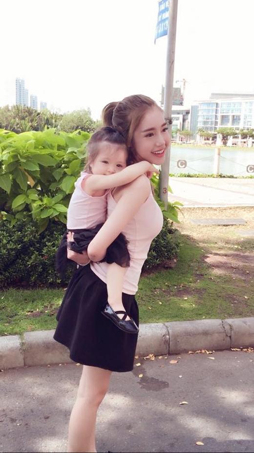 Những tấm ảnh chụp hai mẹ con thân thiết thế này hoàn toàn không hiếm. (Ảnh: Internet) - Tin sao Viet - Tin tuc sao Viet - Scandal sao Viet - Tin tuc cua Sao - Tin cua Sao