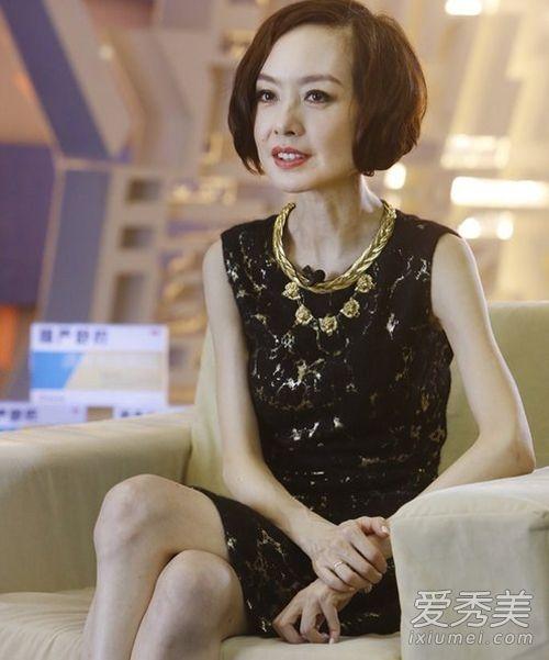 """Nhắc đến những sao nữ gầy nhất Hoa ngữ, không thể thiếu vắng Lỗ Dự, nữ MC """"đầu to"""" nổi tiếng. Ngay đến bản thân cô cũng phải thừa nhận mình quá gầy và khuyên khán giả không nên giảm cân quá đà."""