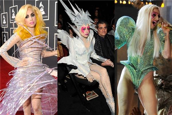 Đôi mắt luôn là điểm nhấn được Lady Gaga chăm chút kĩ lưỡng nhất trên khuôn mặt. Những tông màu nổi, ánh nhũ cùng cách tạo khối to bản luôn là lựa chọn hàng đầu của nữ ca sĩ có phong cách thời trang dị biệt.