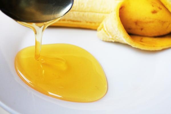 Ít ai biết rằng vỏ chuối cũng có thể loại bỏ mụn. (Ảnh: Internet)