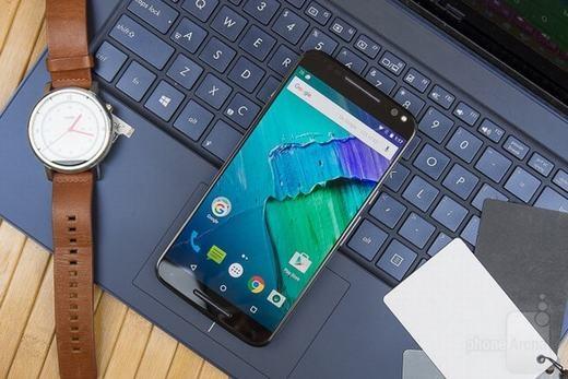 Tiếng bíp, màn hình vụt sáng hoặc cả hai cho thấy smartphoneđang bị theo dõi. (Ảnh: Internet)