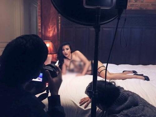 Linh Miu sexy trong những bức ảnh hậu trường