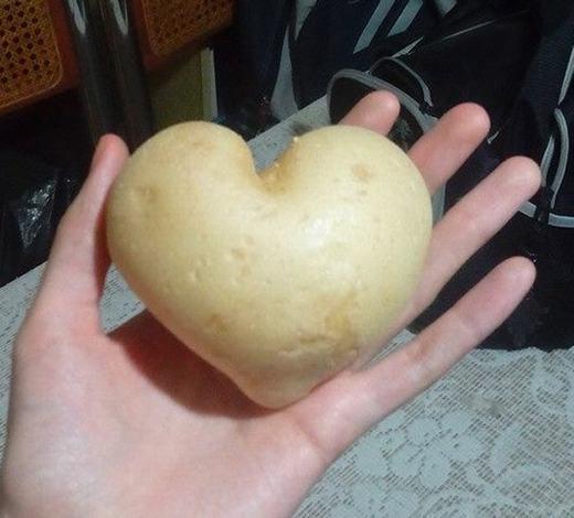 Một củ khoai tây hình trái tim khác. (Ảnh: Internet)