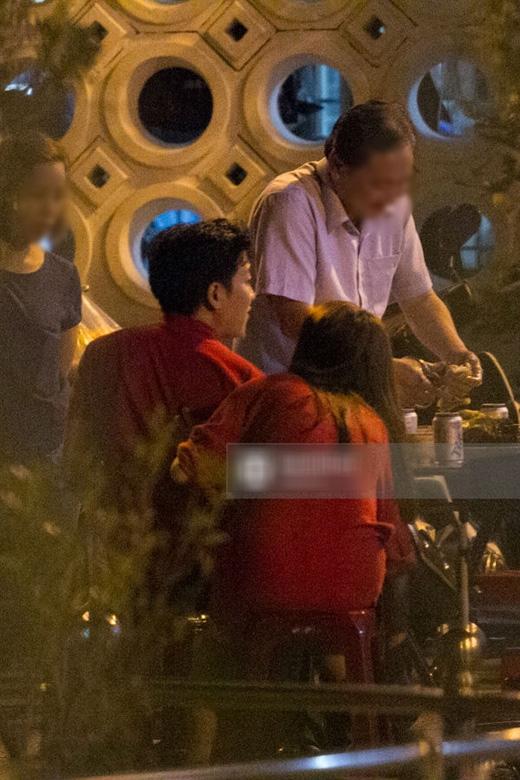13/02, giữa tâm bão về một cuộc chia tay, hai người vẫn tay trong tay xuất hiện tại sân khấu Vân Sơn. (Ảnh: Internet) - Tin sao Viet - Tin tuc sao Viet - Scandal sao Viet - Tin tuc cua Sao - Tin cua Sao