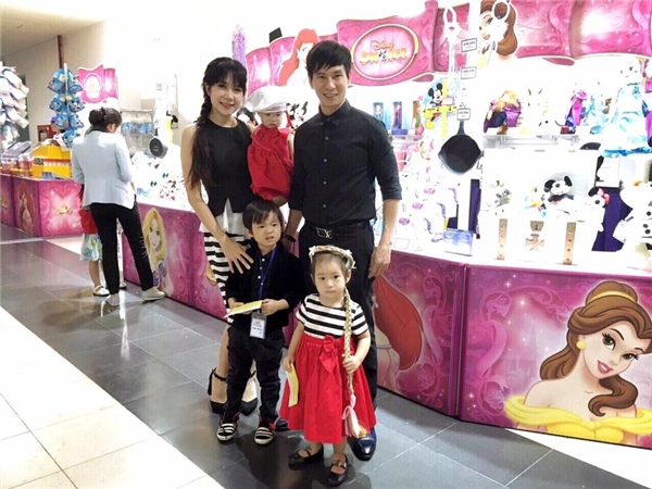 Gia đình Lý Hải, Minh Hà thích thú ngắm dàn công chúa Disney - Tin sao Viet - Tin tuc sao Viet - Scandal sao Viet - Tin tuc cua Sao - Tin cua Sao