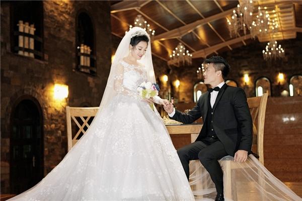 Bộ ảnh cưới được thực hiện trong lâu đài cổ tại TP. HCM.
