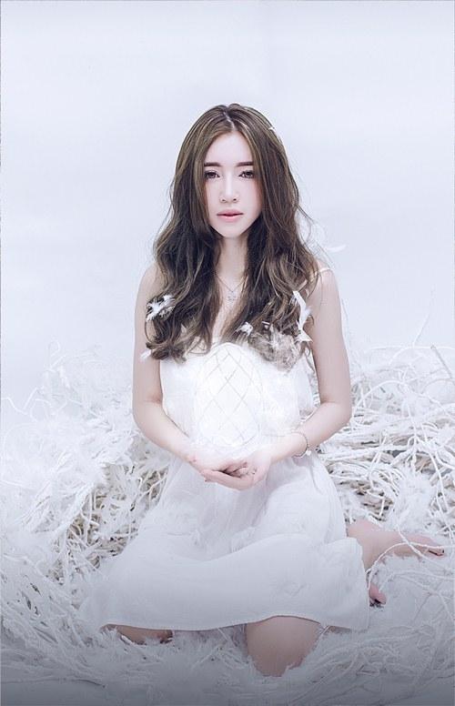 Cô tự trang điểm cho mình theo phong cách Hàn Quốc nhẹ nhàng, trong vắt - Tin sao Viet - Tin tuc sao Viet - Scandal sao Viet - Tin tuc cua Sao - Tin cua Sao